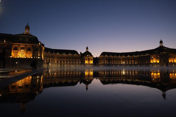 Le miroir d'eau en face de la Bourse à Bordeaux
