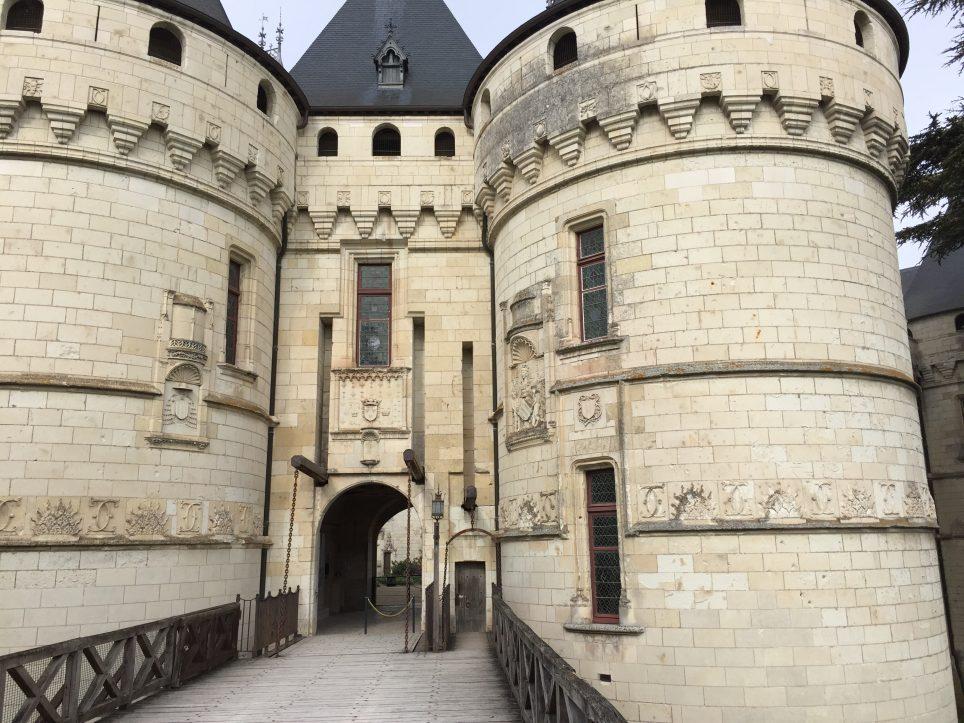 L'entrée de l'imposant château de Chaumont