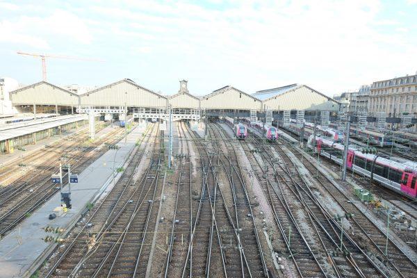 Les nombreuses voies de la gare Saint-Lazare à Paris