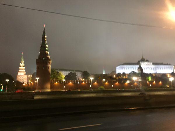 Moscou la nuit et le Kremlin centre de décision politique du pays