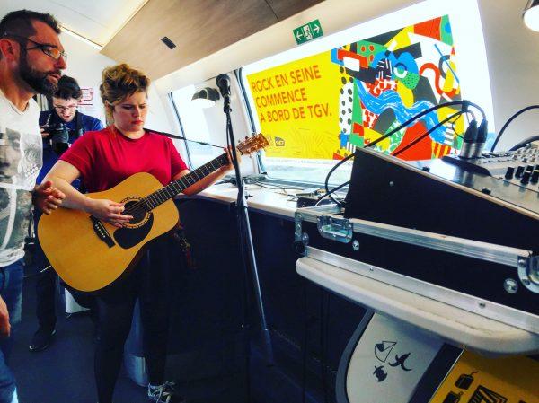 Un concert privé à bord d'un train
