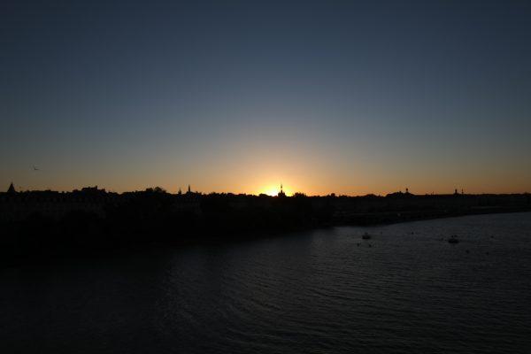 ''Skyline'' à Bordeaux, un coucher du soleil sans nuage