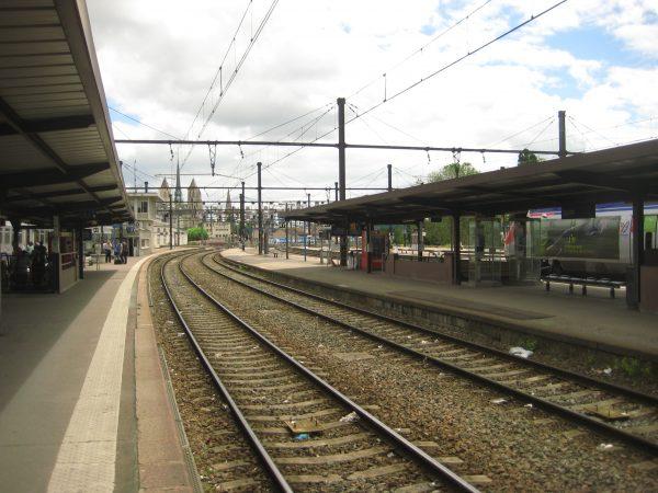 Sur les quais de la gare de Dijon