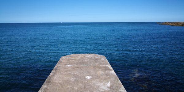 "Le bleu de la mer est sans limite ""Santoka"""