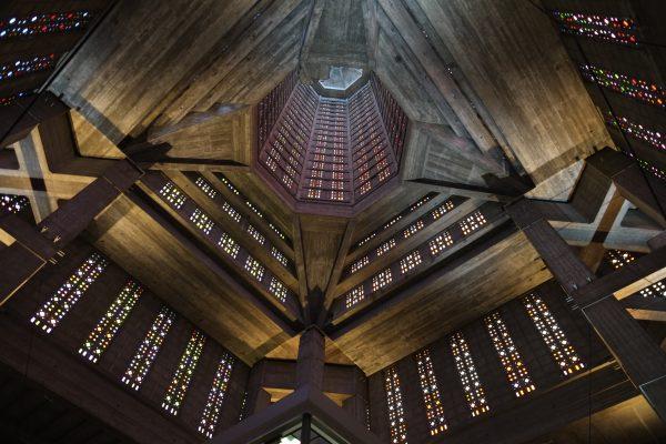 L'église Saint Joseph du Havre, un subtil mélange de béton brut et de vitraux