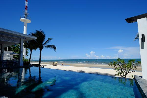 Le ciel bleu et la plage de Hua Hin en Thaïlande