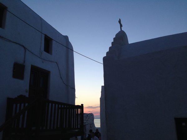 La ville de Mykonos et la mer