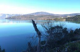 Le lac de Sainte-Croix revêt toutes sortes de couleurs. C'est vraiment le lieu où aller dans les gorges du Verdon