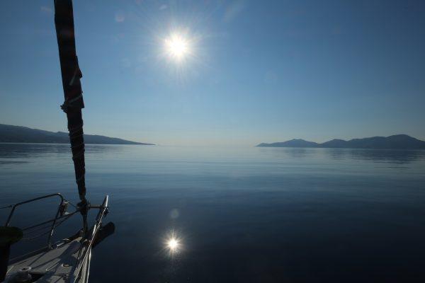 Peu à peu la mer et la terre ne font plus qu'un pour former un paysage éphémère