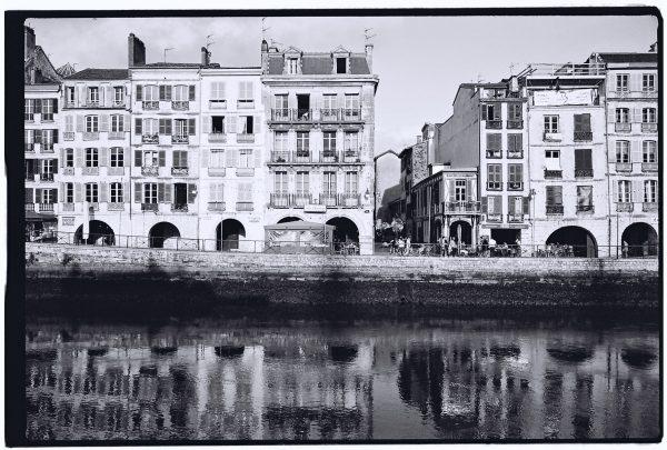Un petit air vénitien semble flotter sur les quais de Bayonne