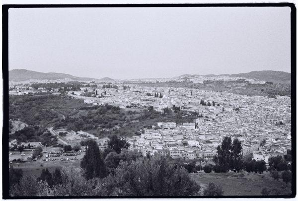 Vue imprenable sur la ville de Fès depuis le fort de la ville