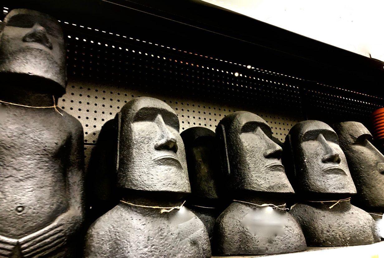Une copie des statues de l'île de Pâques