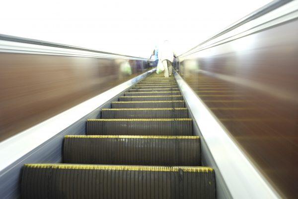 Des escalators à perte de vue à la station Arsenalna à Kiev.
