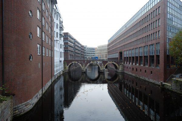 Hambourg, dans le quartier de Neustadt austère et vivant