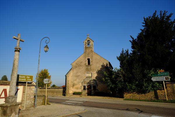 La belle petite chapelle de Volnay sur la route des grands crus