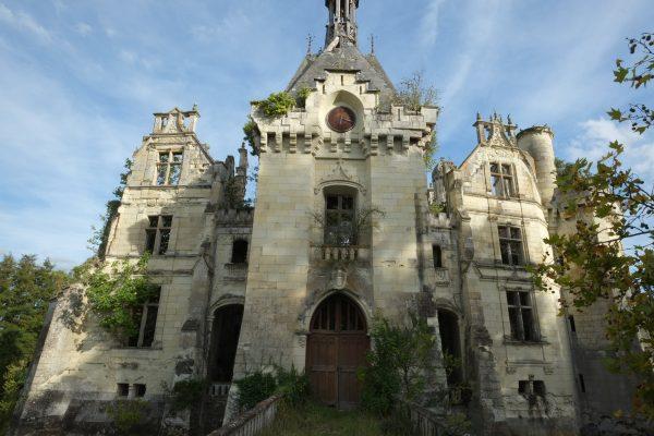 Le château abandonné de la Mothe-Chandeniers dans la Vienne