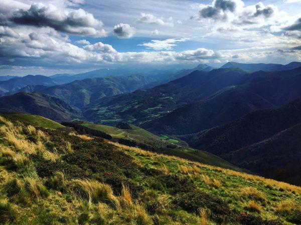 Les Pyrénées en France depuis les châlets d'Iraty
