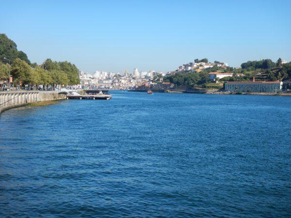 Sur les bords du Douro à Porto, dans le nord du Portugal