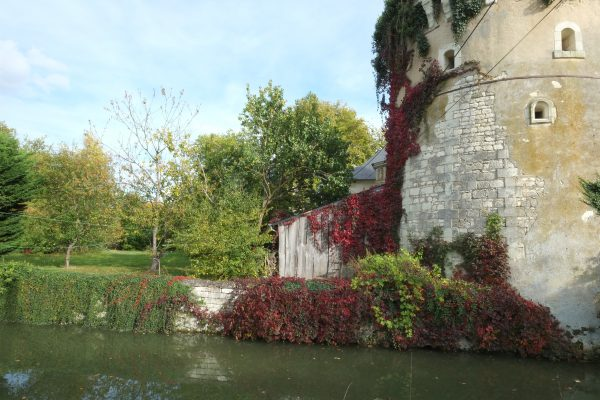 Une tour de l'ancien mur d'enceinte du château de la Mothe Chandeniers