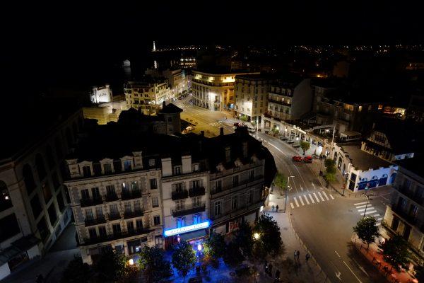 Biarritz pendant la nuit, l'une des plus belles villes de France