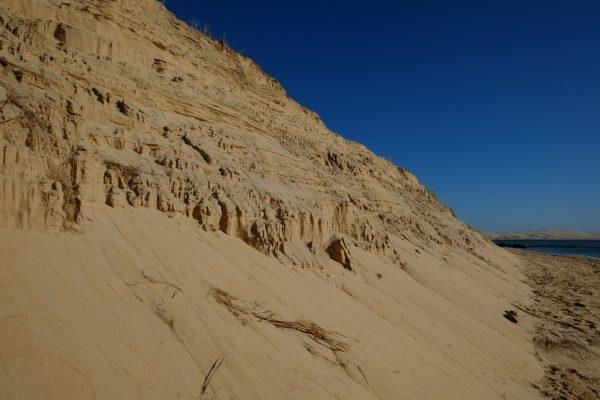 La dune à la pointe du Cap Ferret s'écroule dans la passe du bassin d'Arcachon