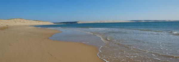La grande dune du Pyla dans les lointains