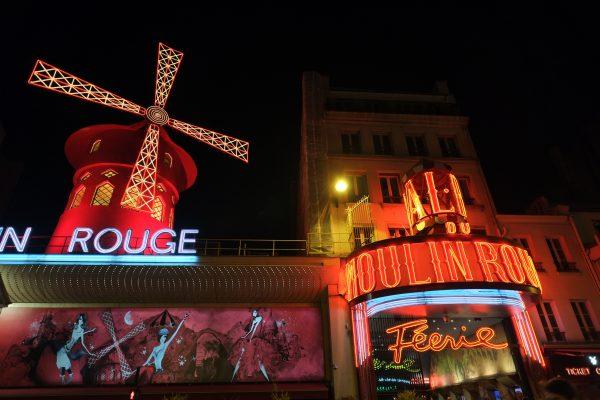 Le moulin rouge, métro Pigale dans le 18 ème arrondissement de Paris