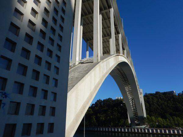 Le pont d'Arrabida entre Porto et Vila Nova de Gaia