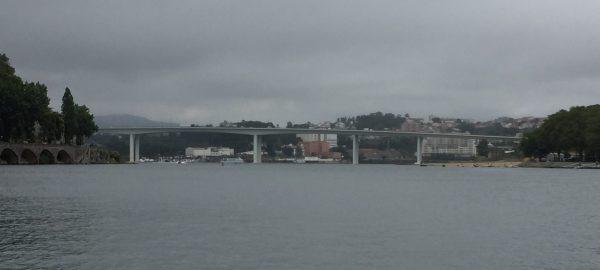 Le pont du Freixo dans les lointains