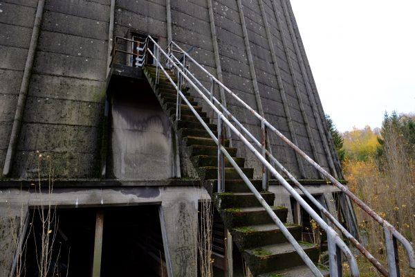 Le seul et unique escalier de service permettant d'accéder à la tour de refroidissement, Charleroi, Belgique