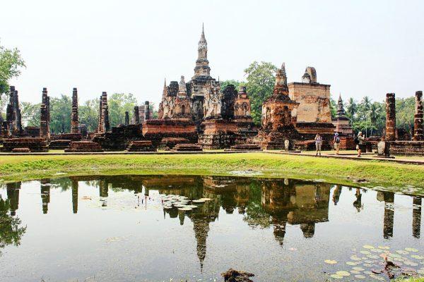 Le temple Wat Mahathat sur le site historique de Sukothai