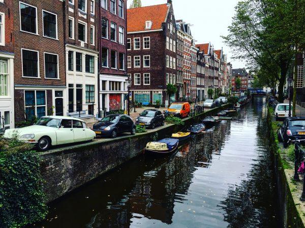 Les canaux, l'un des atouts de la ville d'Amsterdam