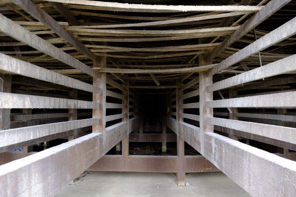 Les soubassements de la tour abandonnée de Charleroi