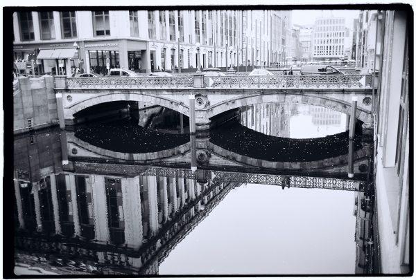 Les splendides canaux dans le centre ville Neustadt à Hambourg