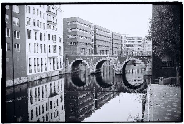 Réflections lors d'une escale à Hambourg