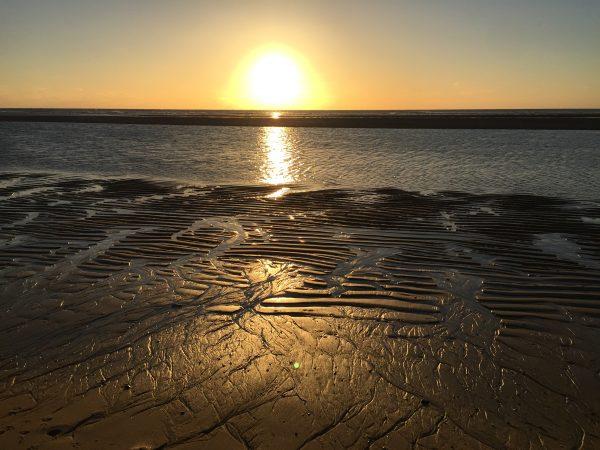 Seul sur la plage à marée basse au Cap Ferret