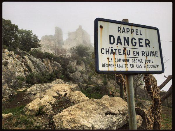 Un château en ruine dans le département des Alpes maritimes