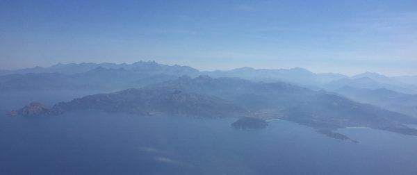 Arrivée par avion sur les îles Sanguinaires et la ville d'Ajaccio