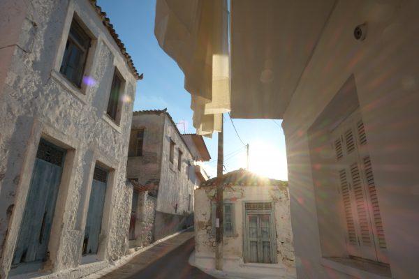 Balade dans les petites ruelles d'Ermioni en Grèce