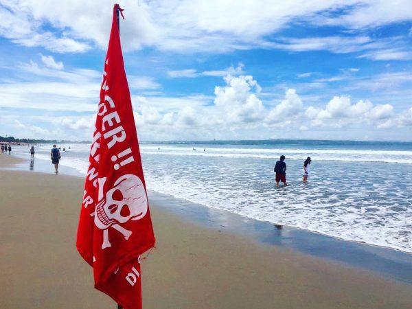 Danger de grosses vagues sont anoncées sur les plages de Bali