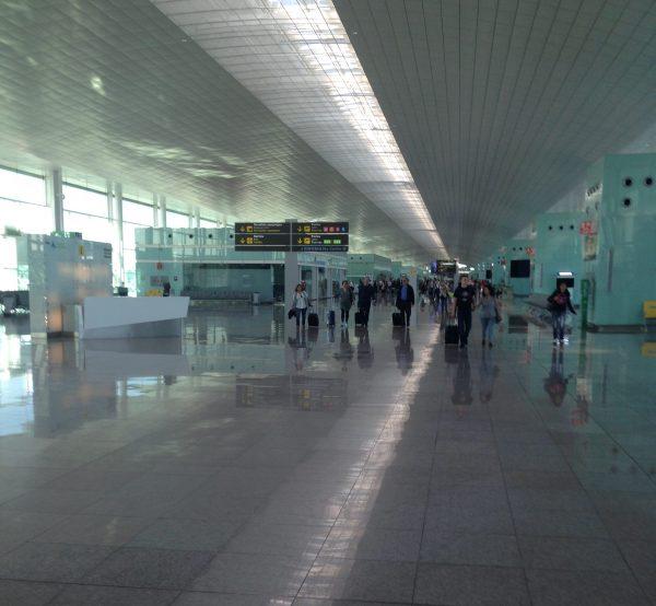 Dans les couloirs de l aéroport de Barcelone BCN