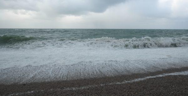Etretat un subtil mélange, la plage, la mer, les vagues et les galets