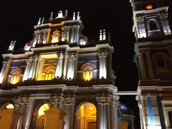 La belle église de Salta sur la grande place de la ville, Argentine