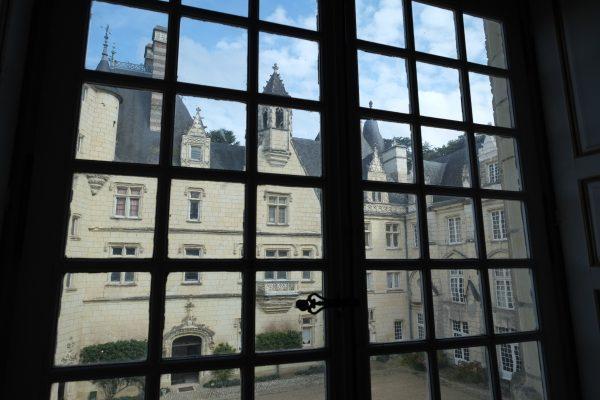 La cour du château de la Belle au Bois Dormant