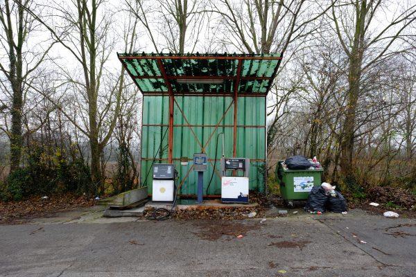 La journée commence bien avecc une station service abandonnée à Gosselies, Charleroi