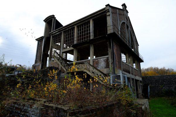 L'ancien bâtiment de la station Martinet dans les quartiers industriels de Charleroi