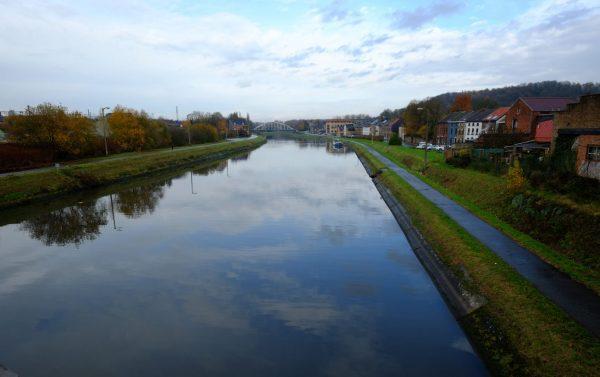 Le Sambre à Charleroi sur la route de la tour de redroidissement
