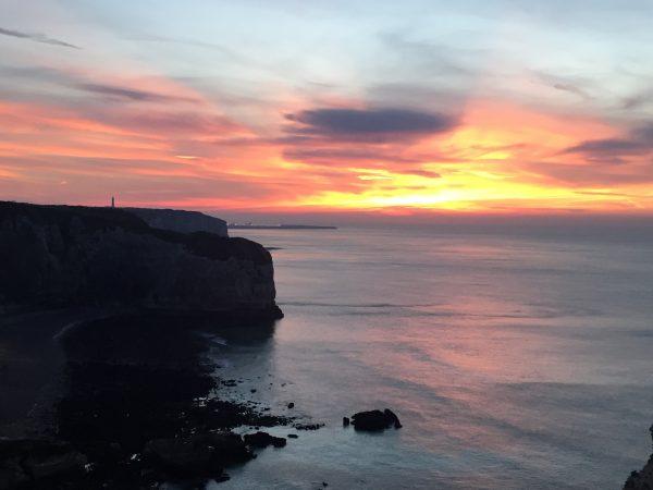 Le coucher du soleil à Etretat
