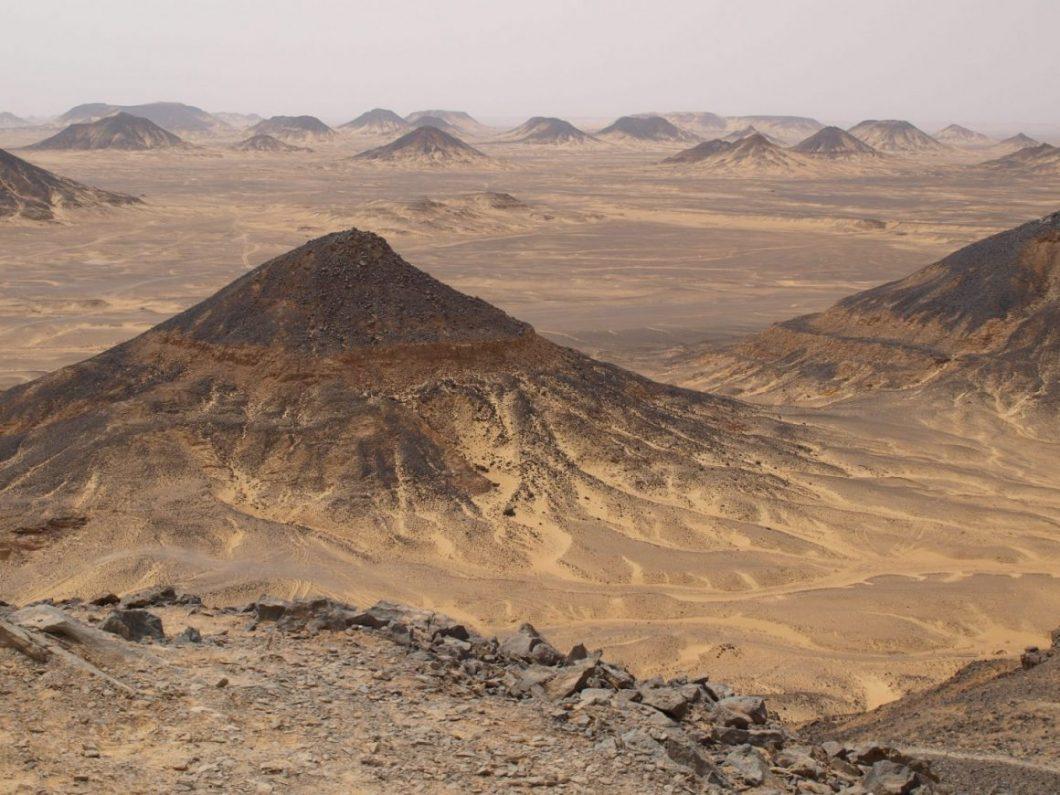 Le splendide désert noir en Egypte