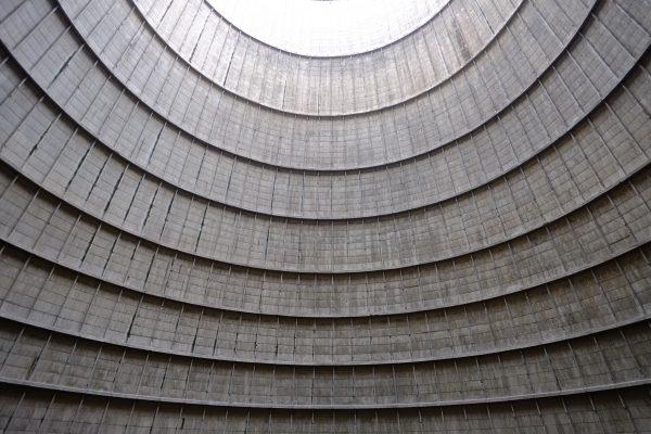 Le splendide intérieur de la tour de refroidissement de Charleroi